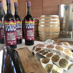 plp_product_/wine/tierra-de-pena-funky-2019